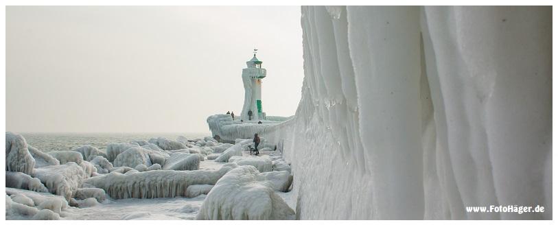 Sassnitz Mole und Leuchtfeuer Hafen im Eis-Gewand Jens Christian Häger