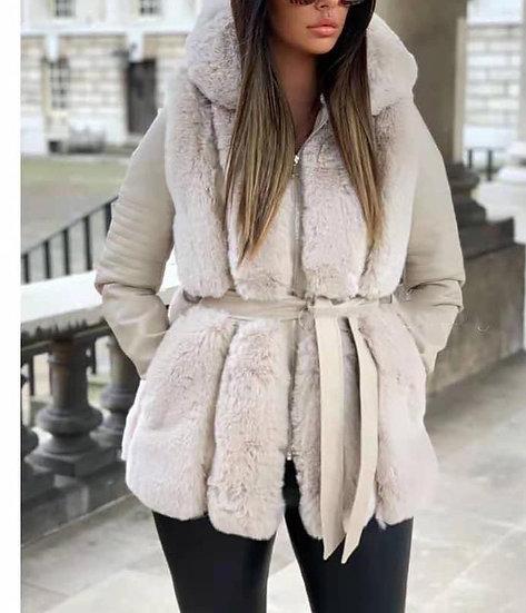 Manteau  en simili cuir empiècements fourrrure beige