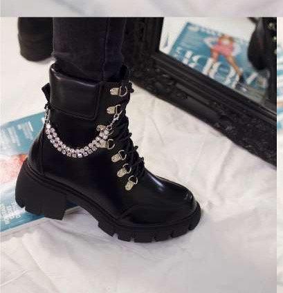Boots avec chaines