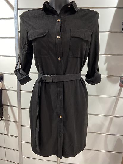 Robe chemise noire en suédine ceinturée