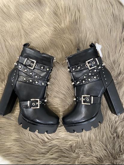 boots a talon avec clous