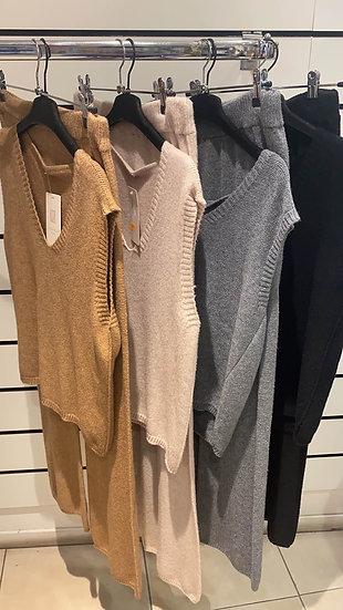 L'ensemble pantalon + pull sans manches