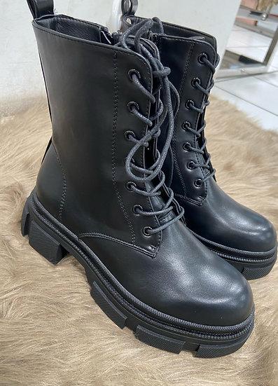 Boots a lacets