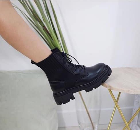 Boots noirs elastique avec lacet