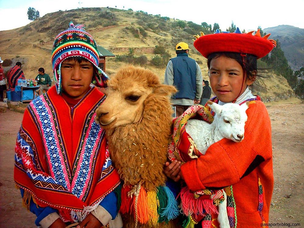 Maya Çocular Lama ile Poz veriyor