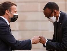 Macron au Rwanda pour tenter à tourner la page des tensions