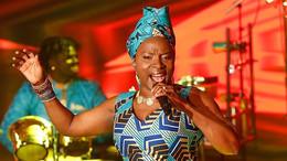 Angélique Kidjo rend hommage à la reine de la salsa