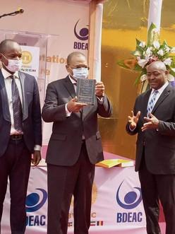 BDEAC : Fortunato-Ofa Mbo Nchama reçoit le prix Pan-africain du meilleur manager 2020