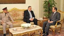 Egypte / Grèce : Al-Sissi discute de coopération militaire avec le ministre de la défense grec