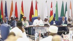 Guinée : La CEDEAO prend une décision contre Alpha Condé après avoir été refoulée.