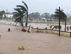 Fidji / Cyclone Ana : un mort et cinq disparus