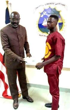 Emmanuel Tuloe, jeune libérien héros après avoir restitué la somme de 50 000 Dollars qu'il a ramassé