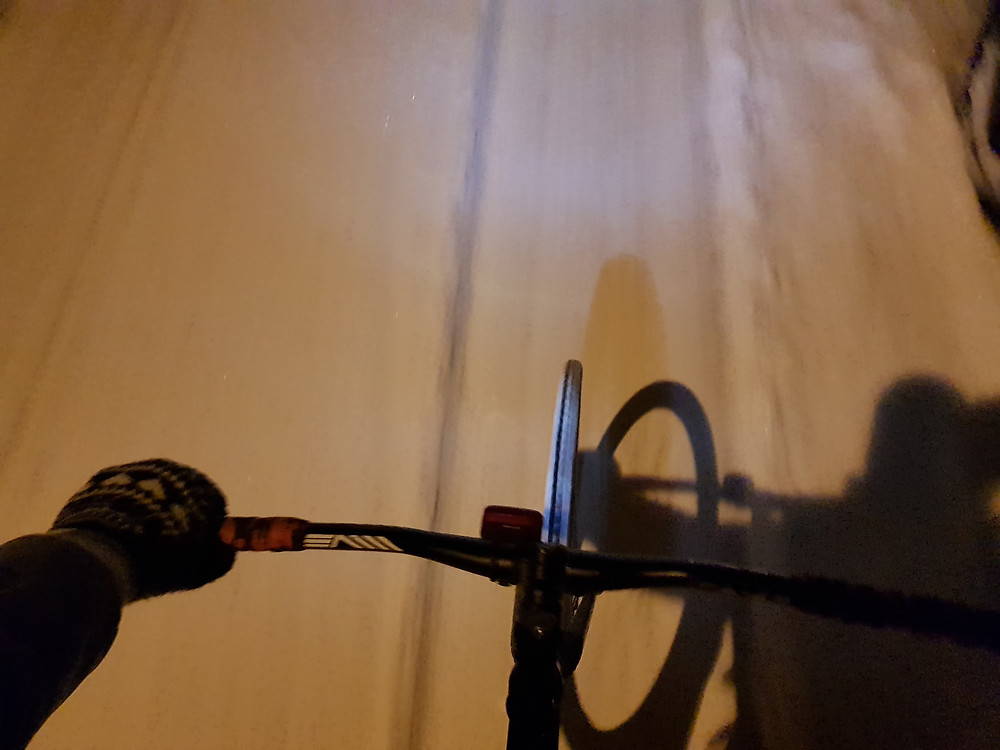 Heavy fog. KNOG lights on. Fixed gear commute on winter.