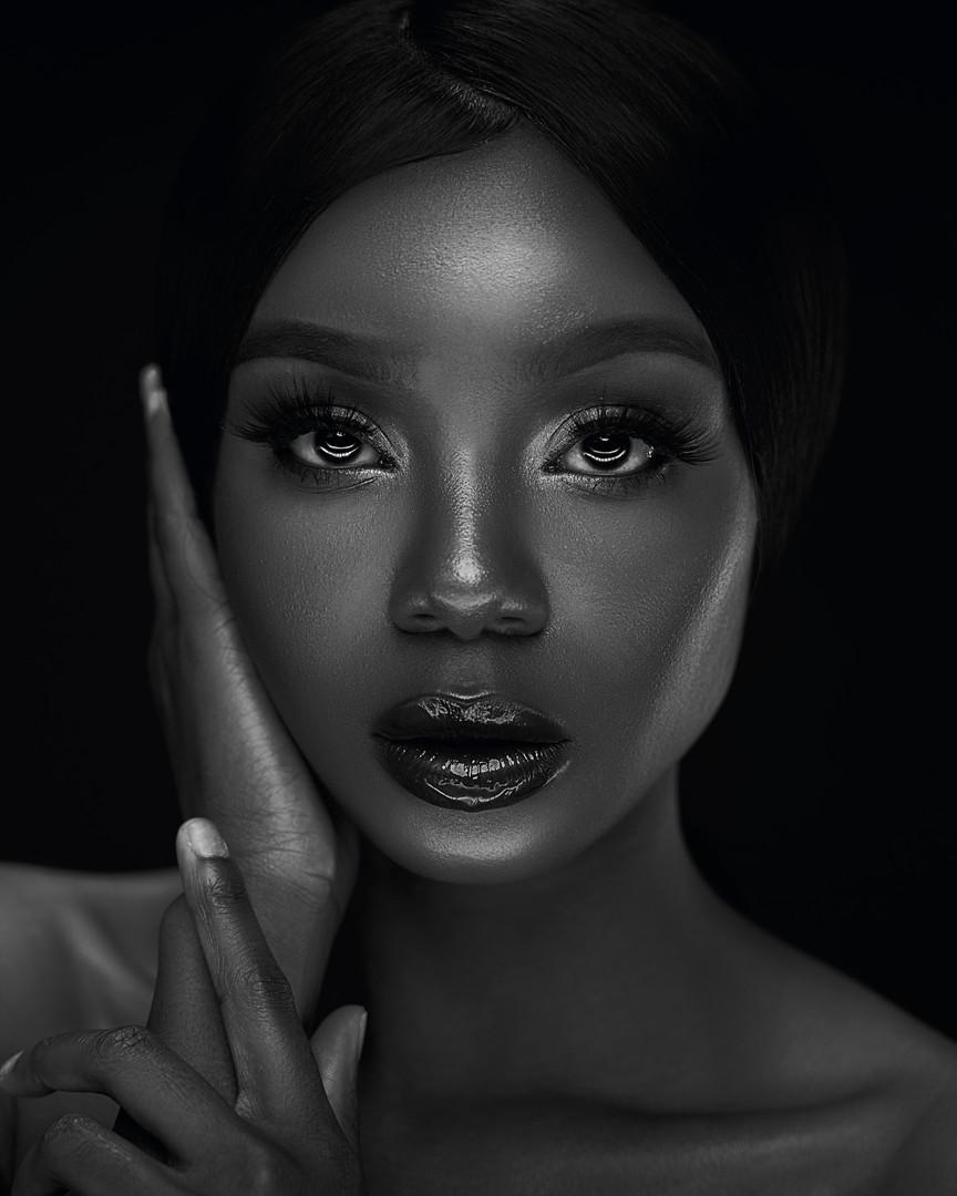 Lauren Beauty Black and White