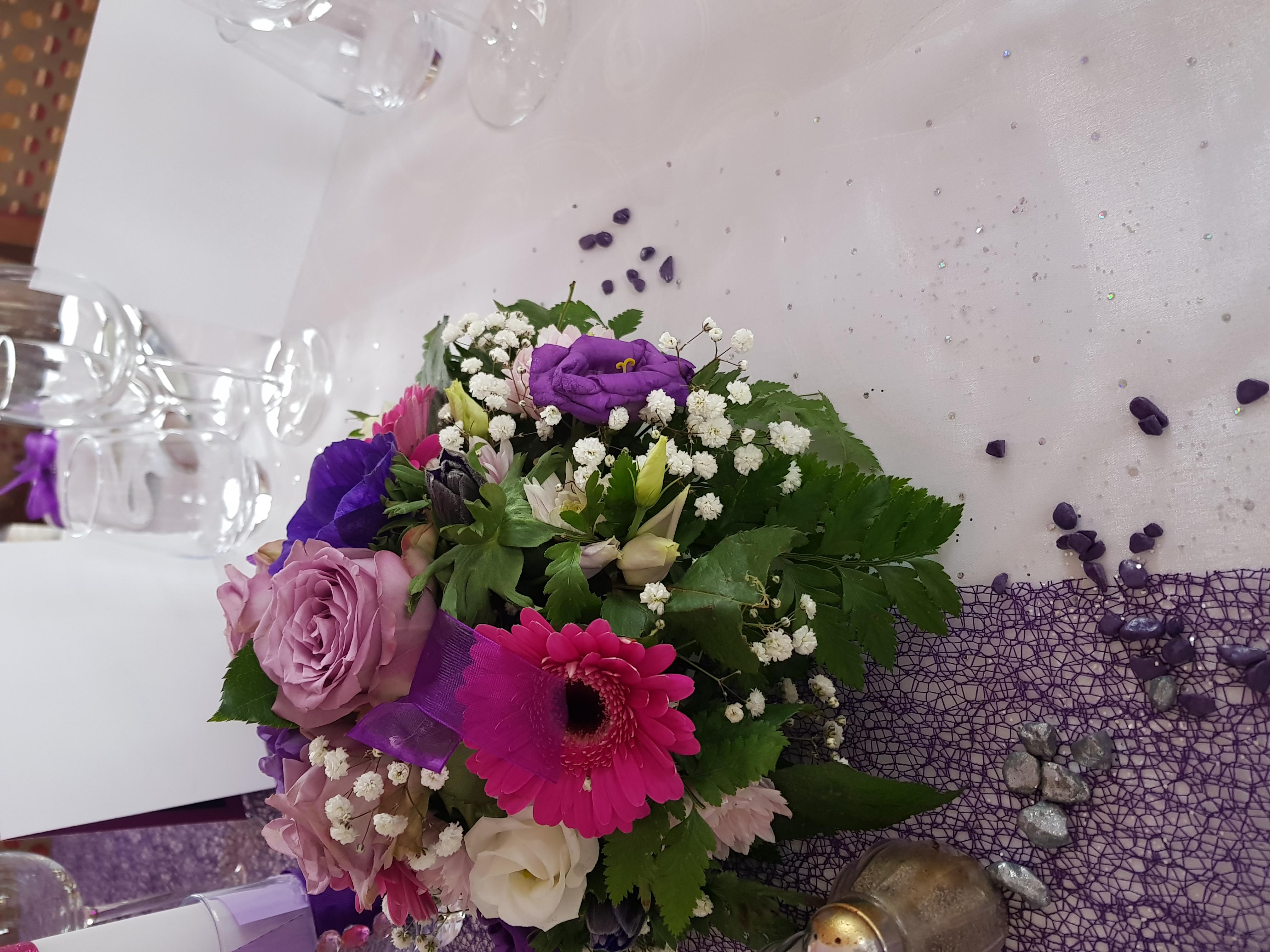 Une_petite_vue_table._Déco_MaB,_Fleurs,_Leray_Fleurs._Gisors