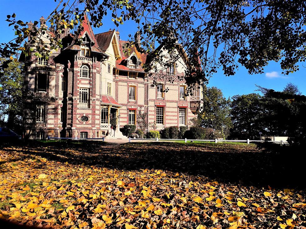 chateau%20automne_edited.jpg