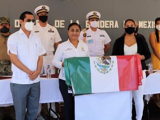 Griselda Martínez encabeza ceremonia por el Día de la Bandera