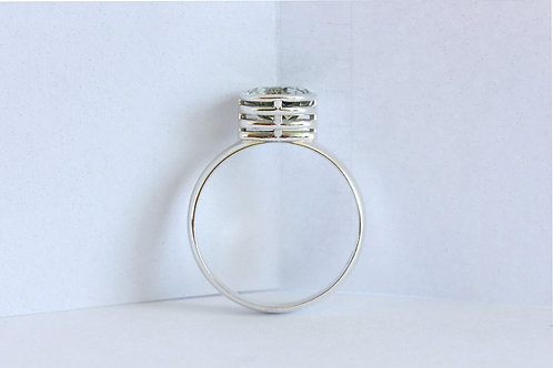 Silver ring with green amethist