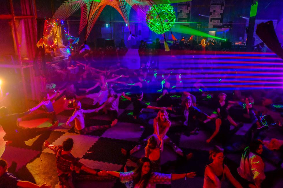 Chosefri yoga på mjukt underlag på yoga-AW