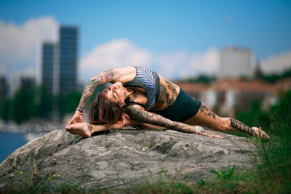 "Yogaläraren Victoria ""Hellcat"" Carp"