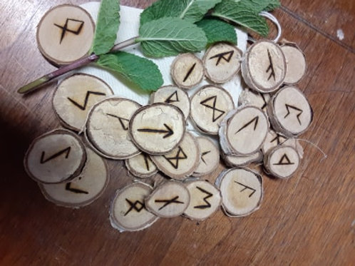 Madre Luna's hand crafted Rune set