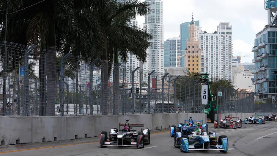 F 1 Racing