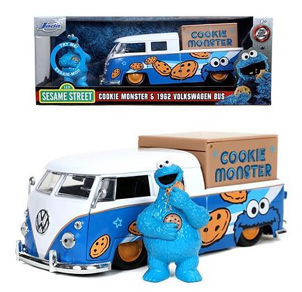 Sesame Street Cookie Monster 1962 VW Bus 1:24 Scale Vehicle w figureu