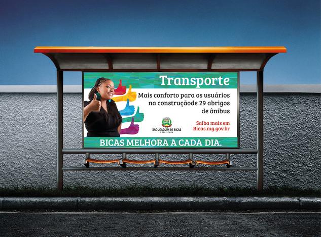 Aplicação da campanha em abrigo de ônibus