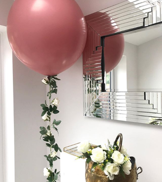 Balloons with foliage tail.png