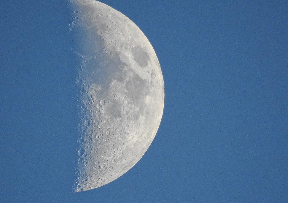 Moon ZOOM NikonN90 MaineBlue.png
