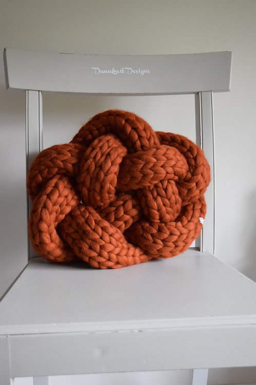 KNOTTY CUSHION