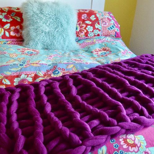 KINGSLEY LOOP BED RUNNER