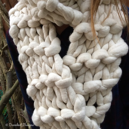 GIANT CHUNKY KNIT SCARF