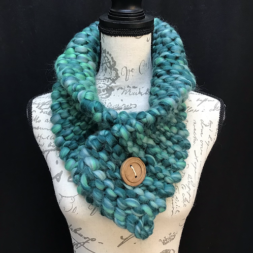 ALL THE GREENS BUTTON SCARF