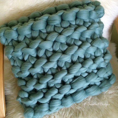 CLASSIC SQUARE CHUNKY KNIT CUSHION