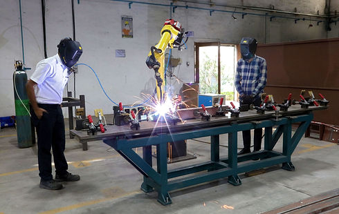 robotic welding machine at reliable for manufacturing defence components