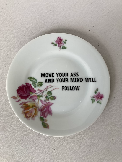 Wallplate 'move your ass' Size S