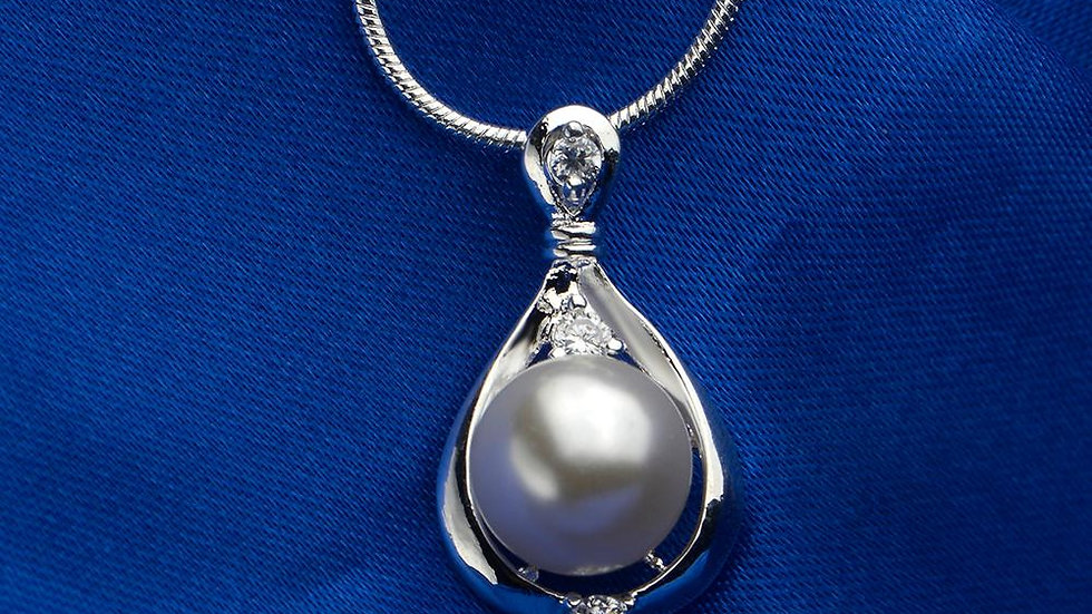 Pearl Necklace in 18K White Gold Plated with Swarovski Crystals