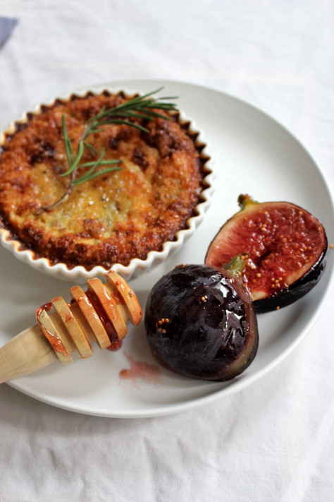 gorgonzola and onion flans, honey and rosemary figs (flans aux gorgonzola et aux oignons, figues au