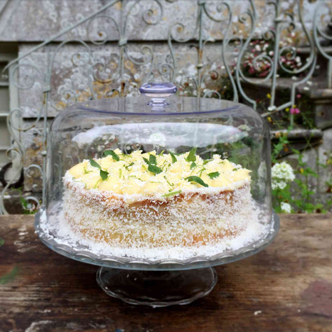 coconut, lime and basil cake + tea time at deans court (gâteau à la noix de coco, citron vert et bas