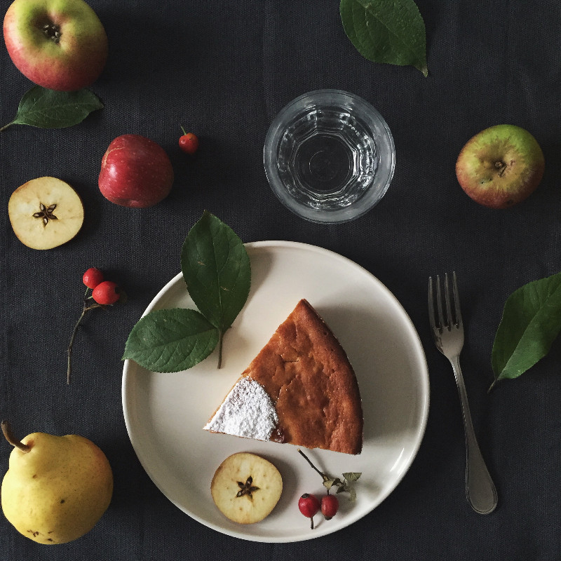 caramelized pear and apple cake