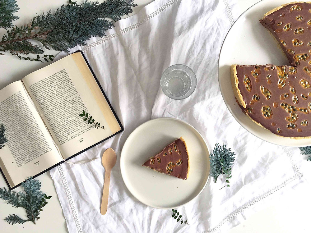 chocolate, banana and passion fruit tart (tarte au chocolat, banane et fruit de la passion)