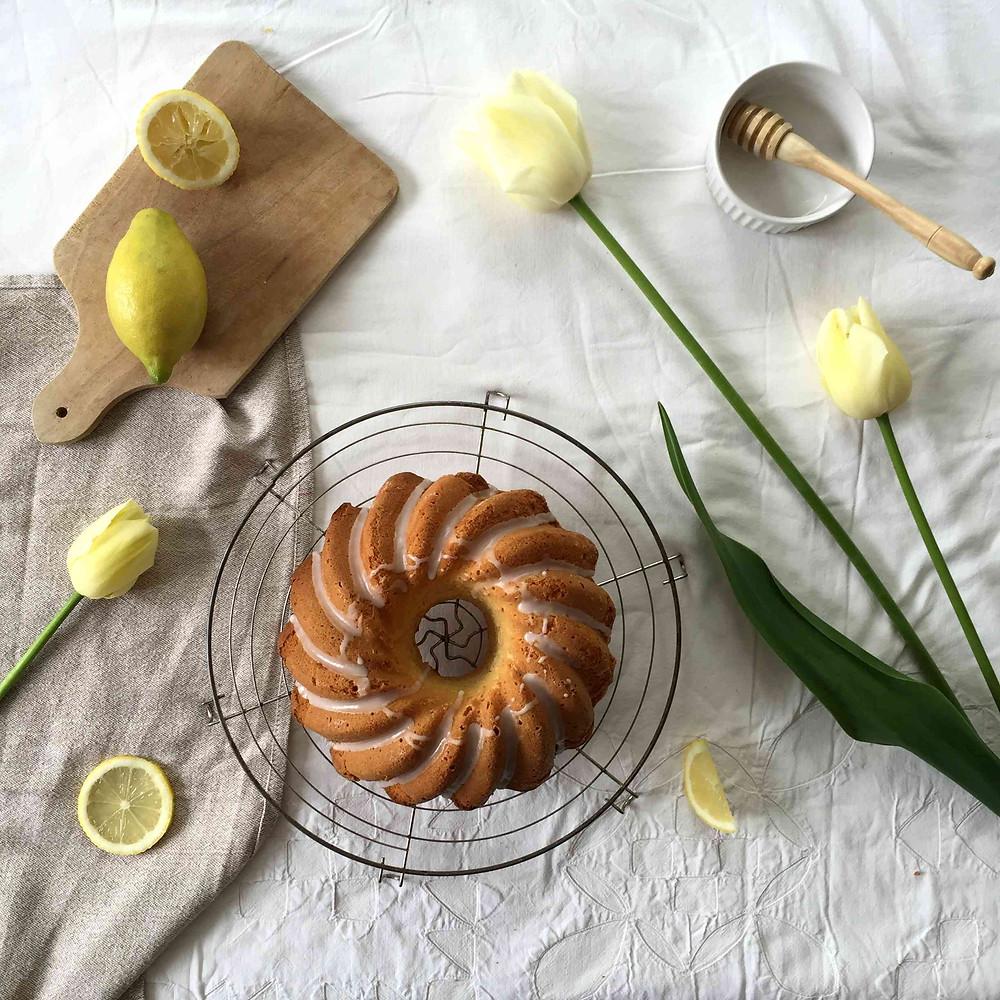 simple lemon cake, lemon glaze (gâteau tout simple au citron, glaçage citron)