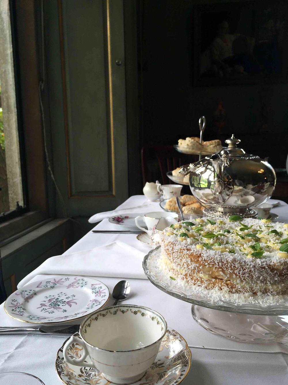 coconut, lime and basil cake - gâteau à la noix de coco, citron vert et basilic sistersjunction