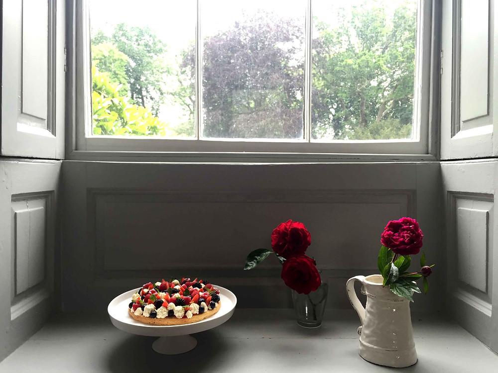 summer fruits and mint chantilly cake (gâteau aux fruits d'été et chantilly à la menthe) sistersjunction