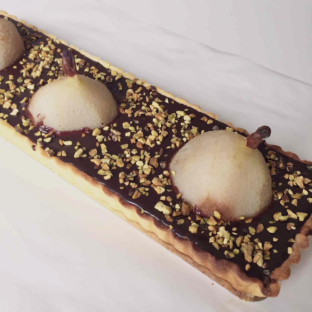 poached pears and chocolate tart (tarte aux poires pochées et chocolat)