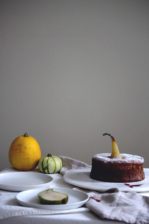 pear, honey and almond cake with earl grey whipped cream + chelsea and kensington (gâteau à la poire