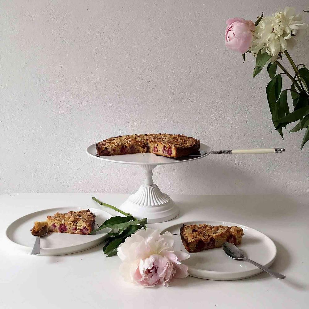 raspberry and almond cake - gâteau aux framboises et aux amandes