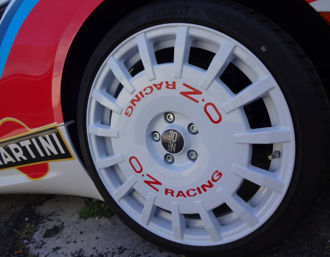Alfa romeo 4C (2).jpg