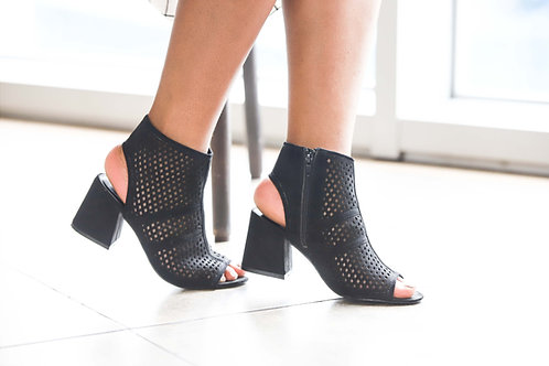 Ladies Black Heel Shoe